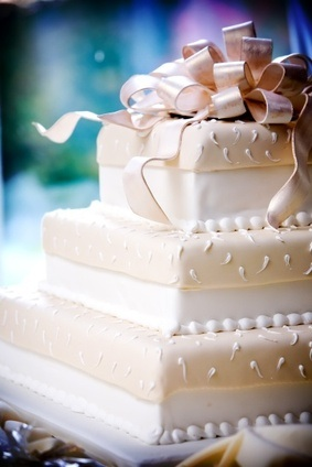 Cake with bow